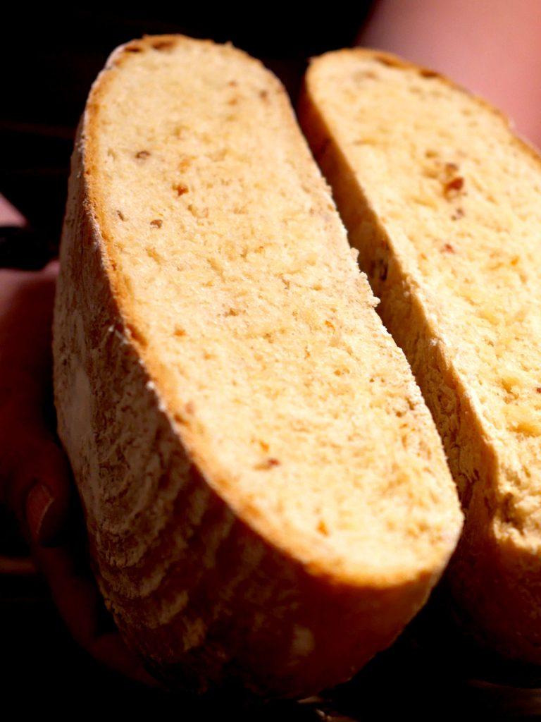 dinkelbrot-mit-mozzarella